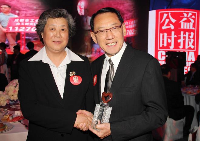 """Anh thợ đồng hồ vô danh ngồi """"ngai vàng"""" quyền lực nhất Hong Kong - 1"""
