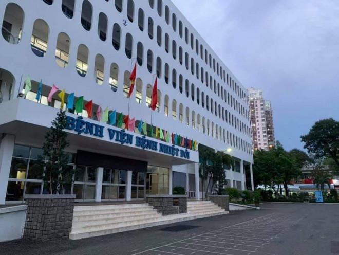 53 nhân viên Bệnh viện Bệnh nhiệt đới TP HCM dương tính với SARS-CoV-2 - 1