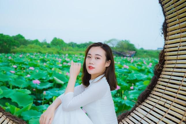 Vẻ đẹp cuốn hút và nét duyên dáng của nữ sinh người Thái - 1
