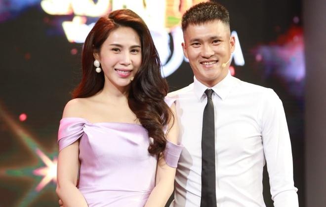 Ca sĩ Thủy Tiên bất ngờ tiết lộ số tiền Công Vinh kiếm từ bóng đá và đầu tư BĐS - 1