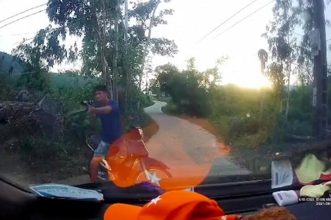 Sau tai nạn, thanh niên dùng súng tự chế bắn tài xế xe tải - 1