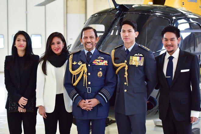 Quốc vương Brunei sống xa hoa đến từng cm: Sưu tập 7000 siêu xe, 1 lần cắt tóc gần 500 triệu - 1
