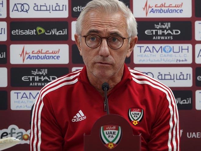 """Họp báo ĐT UAE đối đầu ĐT Việt Nam: """"Phù thủy"""" Van Marwijk quyết chơi đẳng cấp cao nhất - 1"""