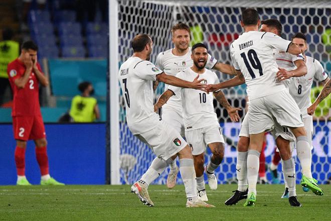 """Nóng: """"Ông lớn"""" nào đang dẫn đầu bảng xếp hạng EURO 2020? - 1"""