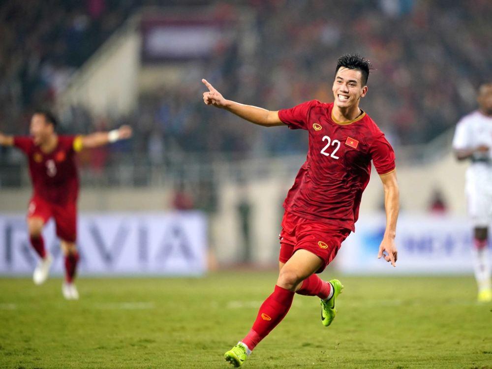 Body cường tráng, bụng múi sầu riêng của cầu thủ độc thân hot nhất tuyển Việt Nam - 1