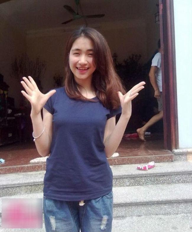 Hình ảnh giản dị của nữ ca sĩ 9X trước đó tại căn nhà cũ ở quê. Sau 7 năm đi hát, Hòa Minzy không chỉ xây được biệt thự tặng bố mẹ mà còn có cuộc sống viên mãn, hạnh phúc.
