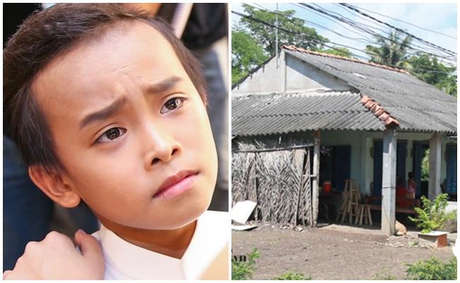 So sánh với hình ảnh được chụp từ năm 2016 - khi Hồ Văn Cường giành giải Quán quân, căn nhà không có gì thay đổi. Sau 5 năm, trông căn nhà cấp 4 càng xuống cấp, xập xệ hơn do không được trùng tu.