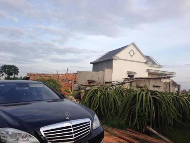Vy Oanh cho biết, cô và các anh vẫn muốn giữ lại căn nhà cấp 4 cũ đầy ắp kỉ niệm của gia đình dù hiện tại điều kiện kinh tế cũng dư giả hơn.