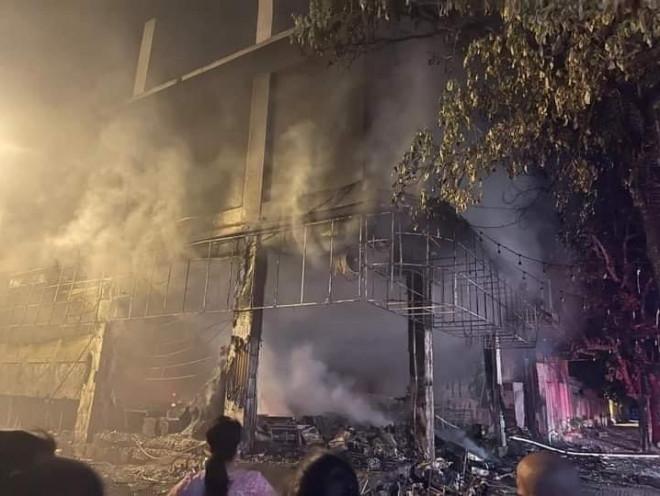 Phòng trà ở Nghệ An phát hỏa trong đêm, 6 người tử vong - 1