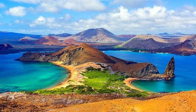 Quần đảo Galapagos ở Ecuador: Quần đảo Galapagos thực sự là một điểm đến thú vị cho những người yêu thiên nhiên và xứ sở thần tiên đầy mê hoặc này là nơi sinh sống của vô số loài chim, cự đà, rùa khổng lồ và chim cánh cụt.