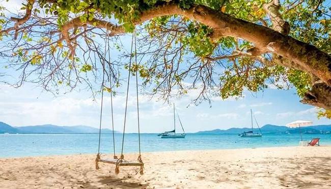 Đảo Rang Yai ở Thái Lan: Đảo Rang Yai là một trong những hòn đảo sang trọng nhất để đến thăm ở Thái Lan. Chỉ cách Phuket 5km, du khách có thể dễ dàng đến được hòn đảo này và thử một lần trải nghiệm cuộc sống xa xỉ.
