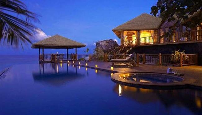 Đảo Fregate ở Seychelles: Đảo Fregate không chỉ là một trong những hòn đảo đắt đỏ nhất thế giới bởi vẻ đẹp đặc biệt mà còn bởi nó có các khu nghỉ dưỡng sang trọng riêng, 7 bãi biển tuyệt đẹp cùng vô số các môn thể thao dưới nước như bơi lội, lặn với ống thở, và lặn biển sâu...