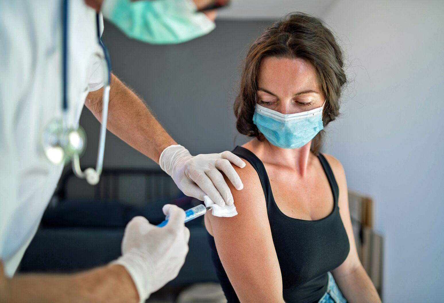 Hiệu quả khi tiêm 2 mũi vaccine Pfizer, AstraZeneca đối với biến chủng Covid-19 từ Ấn Độ - 1