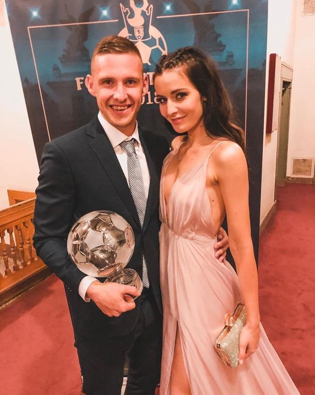 Chân sút Pavel Kaderabek của Cộng hòa Séc (Czech Republic) kết hôn với Hoa hậu kiêm phóng viên truyền hình Tereza Kaderabkova (hay còn gọi là Tereza Chlebovska) vào năm 2017. Hiện cặp đôi có hai nhóc tỳ xinh xắn.