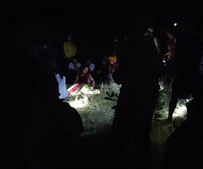Tá hỏa phát hiện 2 thi thể nam giới trong đêm - 1