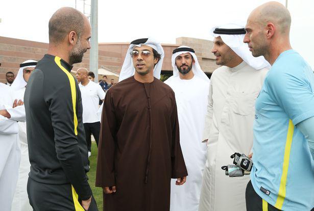 Choáng váng với độ giàu có của hoàng tử UAE: Sở hữu nhiều CLB bóng đá TG, siêu xe, du thuyền không thiếu - 1