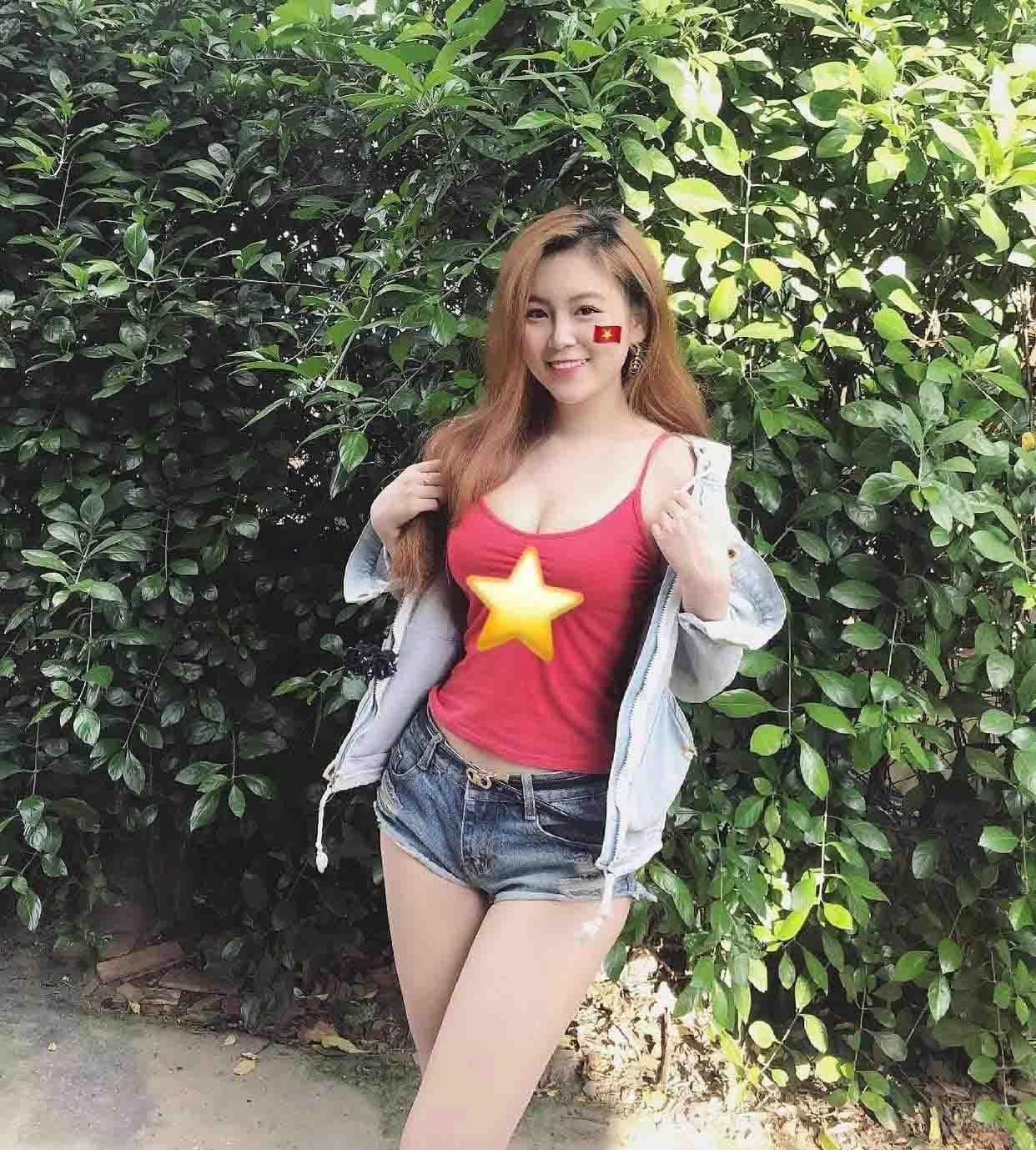 Hot girl Việt mặc trang phục cổ vũ tuyển Việt Nam lọt vòng loại thứ 3 WC 2022 - 1