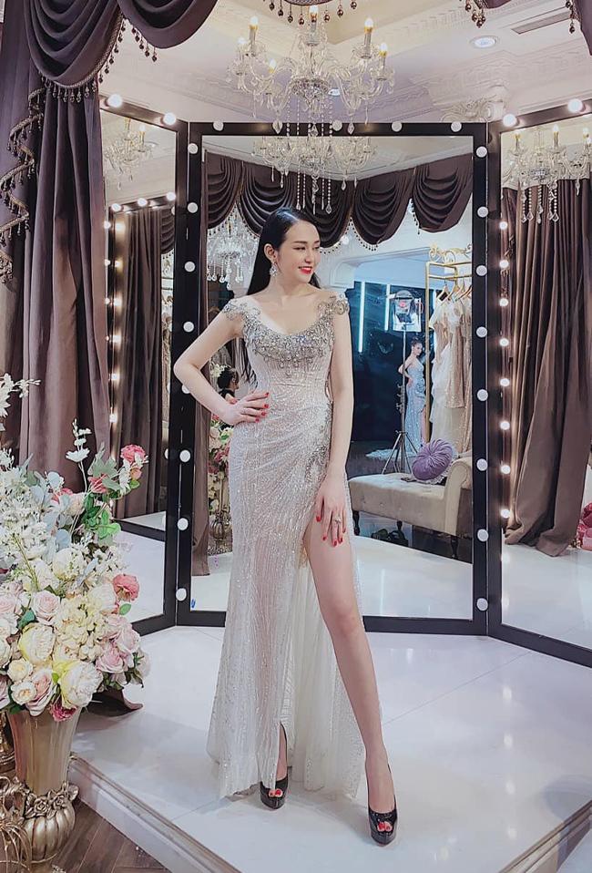 Với gương mặt xinh xắn và vóc dáng cân đối, Hương Baby cũng từng tham gia đóng các MV ca nhạc và làm mẫu ảnh. Không chỉ thành công trong showbiz, Hương Baby còn nổi tiếng nhờ tài kinh doanh của mình.