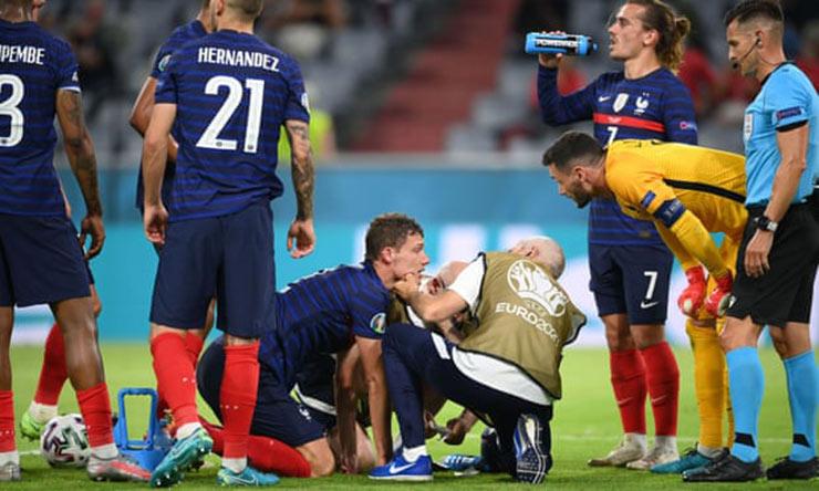 UEFA gây phẫn nộ sau vụ Eriksen: SAO Pháp đập đầu bất tỉnh vẫn phải đá tiếp - 1