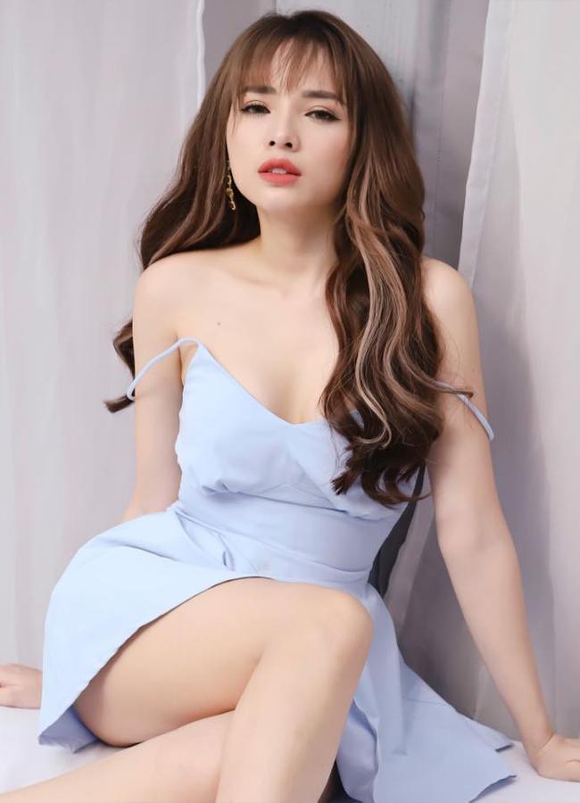 Nổi lên từ cuộc thi Miss Teen 2010, Võ Việt Huê - vợ nam ca sĩ Lê Hoàng (The Men) từng góp mặt trong một số phim như 'Hương vị ô mai', 'Ra giêng anh cưới em'…