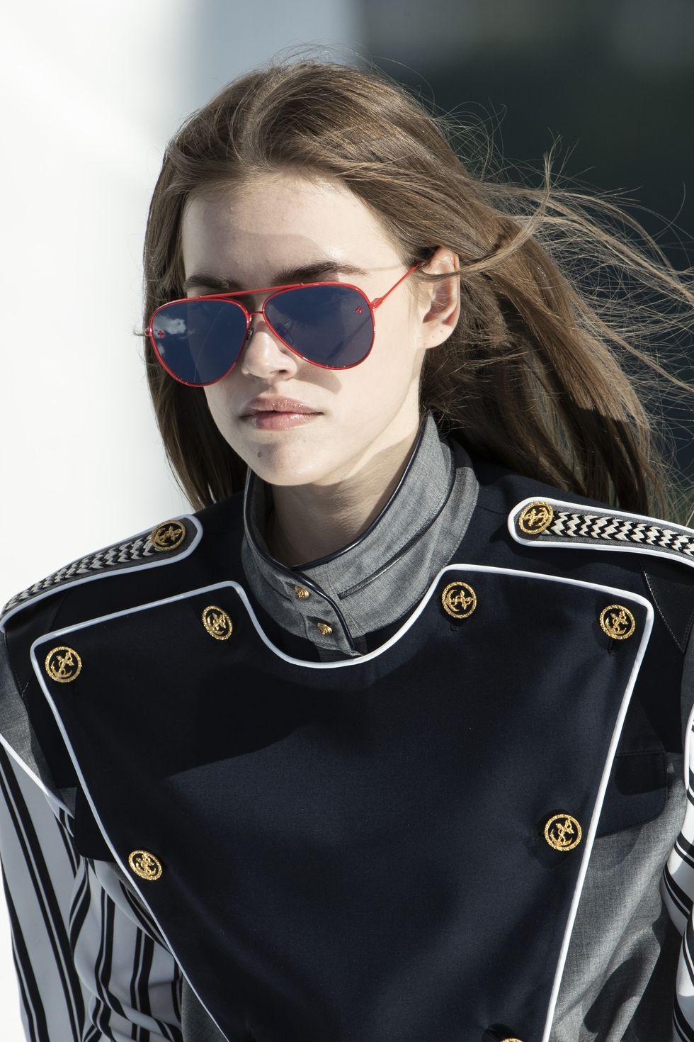 Louis Vuitton ra mắt bộ sưu tập cruise 2022 theo phong cách viễn tưởng - 1