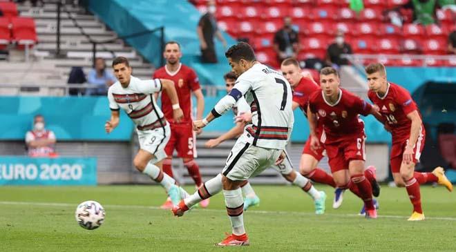 Ronaldo lập cú đúp đỉnh cao, tạo ra hàng loạt kỷ lục số 1 lịch sử EURO - 1