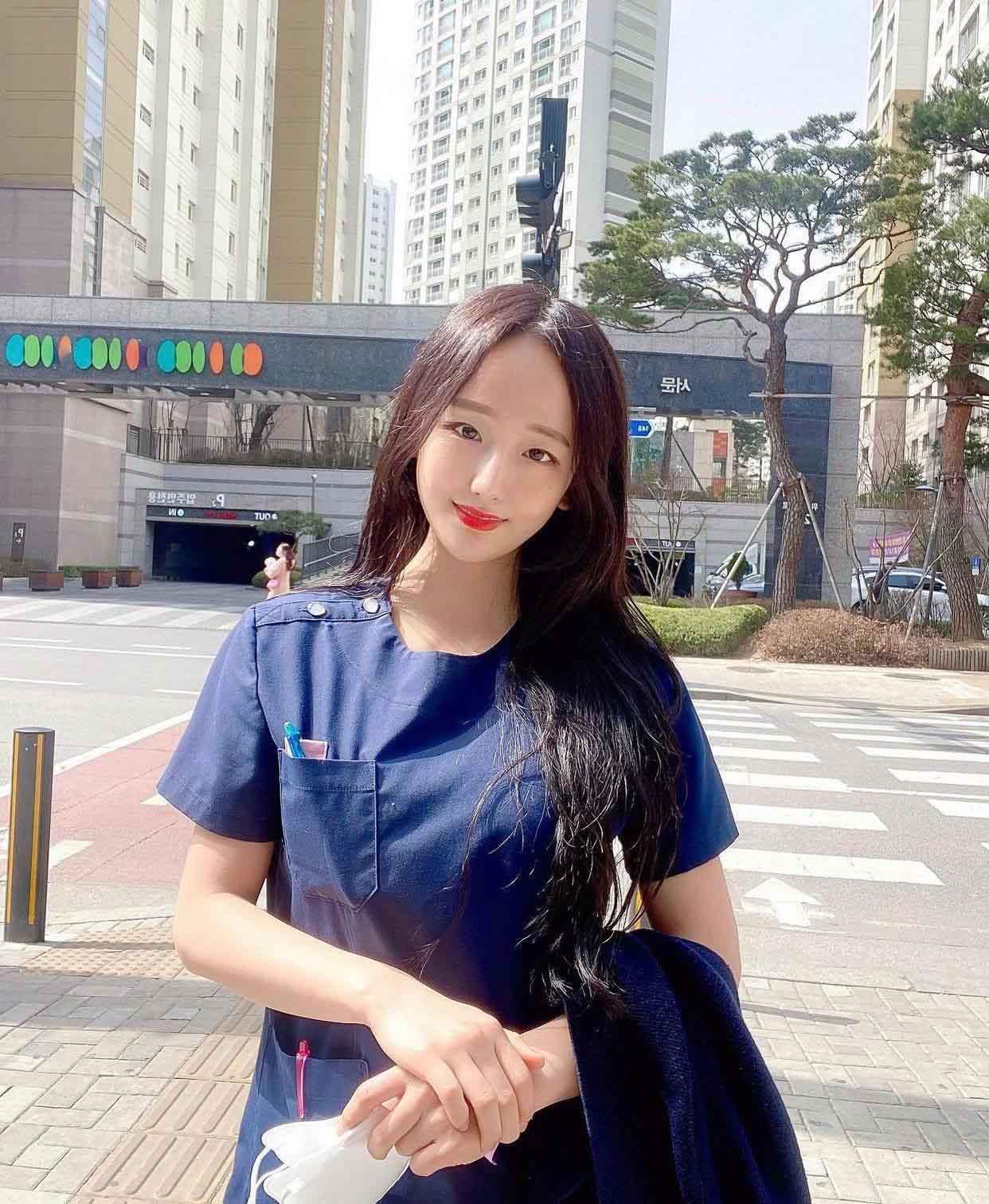 """Nữ bác sĩ Hàn Quốc khiến dân tình """"chao đảo"""" vì quá đẹp - 1"""