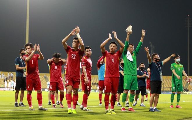 """ĐT Việt Nam vượt """"ao làng"""" Đông Nam Á đua vé World Cup, vừa mừng vừa lo (Clip 1 phút Bóng đá 24H)"""