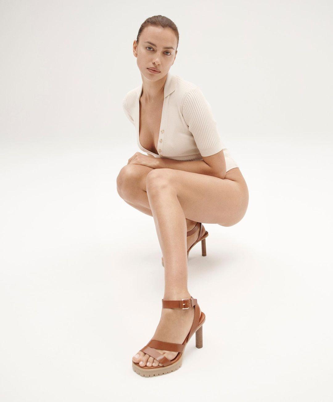 Irina Shayk tuổi 35 vẫn đẹp lay động khiến ai cũng mê đắm - 1