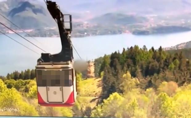 Italia: Video mới hé lộ khoảnh khắc cáp treo rơi xuống núi khiến 14 người chết - 1