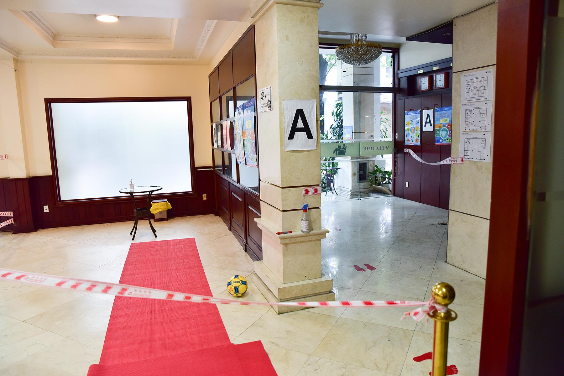 Khử khuẩn tại khu vực khách sạn nơi đội tuyển Việt Nam cách ly ở TP.HCM - 4