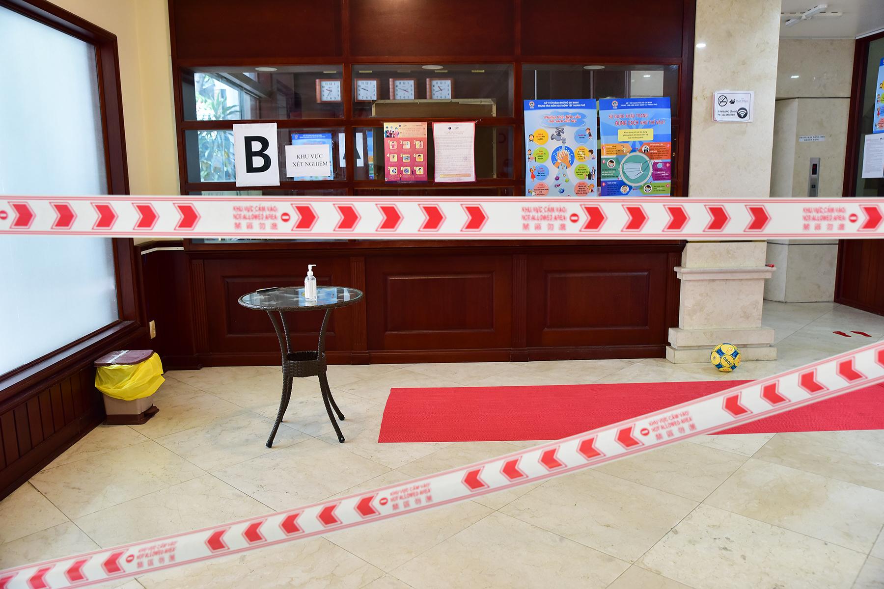Khử khuẩn tại khu vực khách sạn nơi đội tuyển Việt Nam cách ly ở TP.HCM - 5