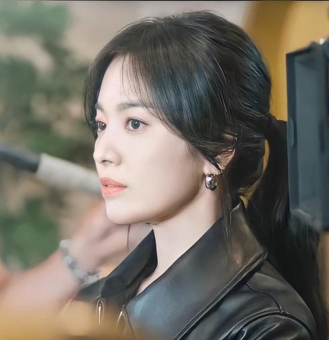 """Song Hye Kyo đóng cặp """"phi công trẻ"""", độ hot lớn không ngờ - 1"""