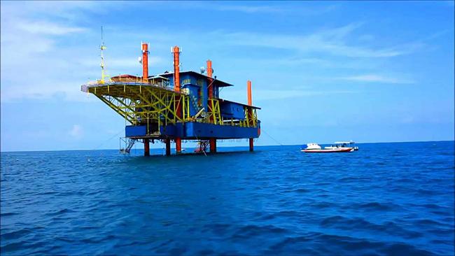 Seaventures Dive Rig, Borneo, Malaysia: Một giàn khoan dầu cũ đã được chuyển thành nơi ở hiện đại với hơn 27 phòng và khu giải trí là một khách sạn gây ấn tượng với mọi du khách.