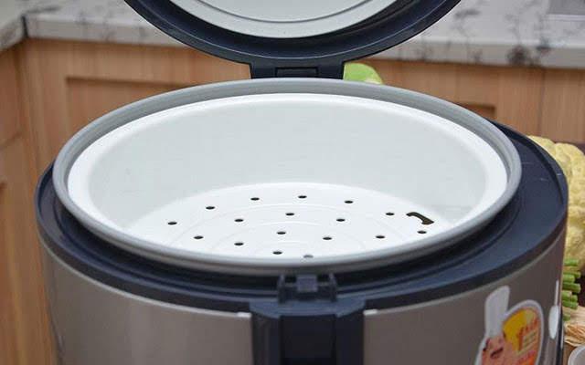 Nấu xôi bằng nồi cơm điện theo cách này, đã nhàn, nhanh lại vừa dẻo vừa ngon, hạt căng bóng - 1