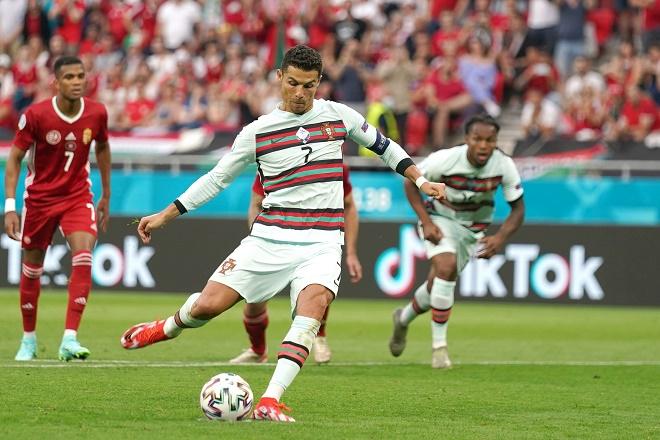 Chuyện lạ EURO: 4/6 quả phạt đền bị hỏng, Ronaldo là sự khác biệt - 1