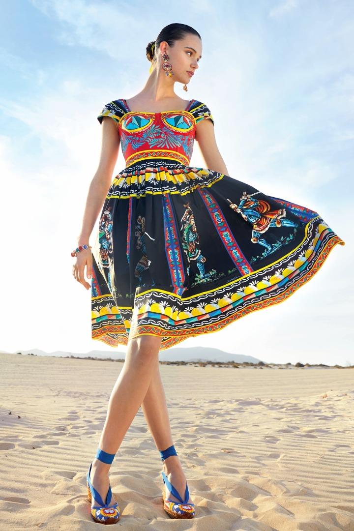 Dolce & Gabbana tung bộ sưu tập Pre-Fall sặc sỡ - 1