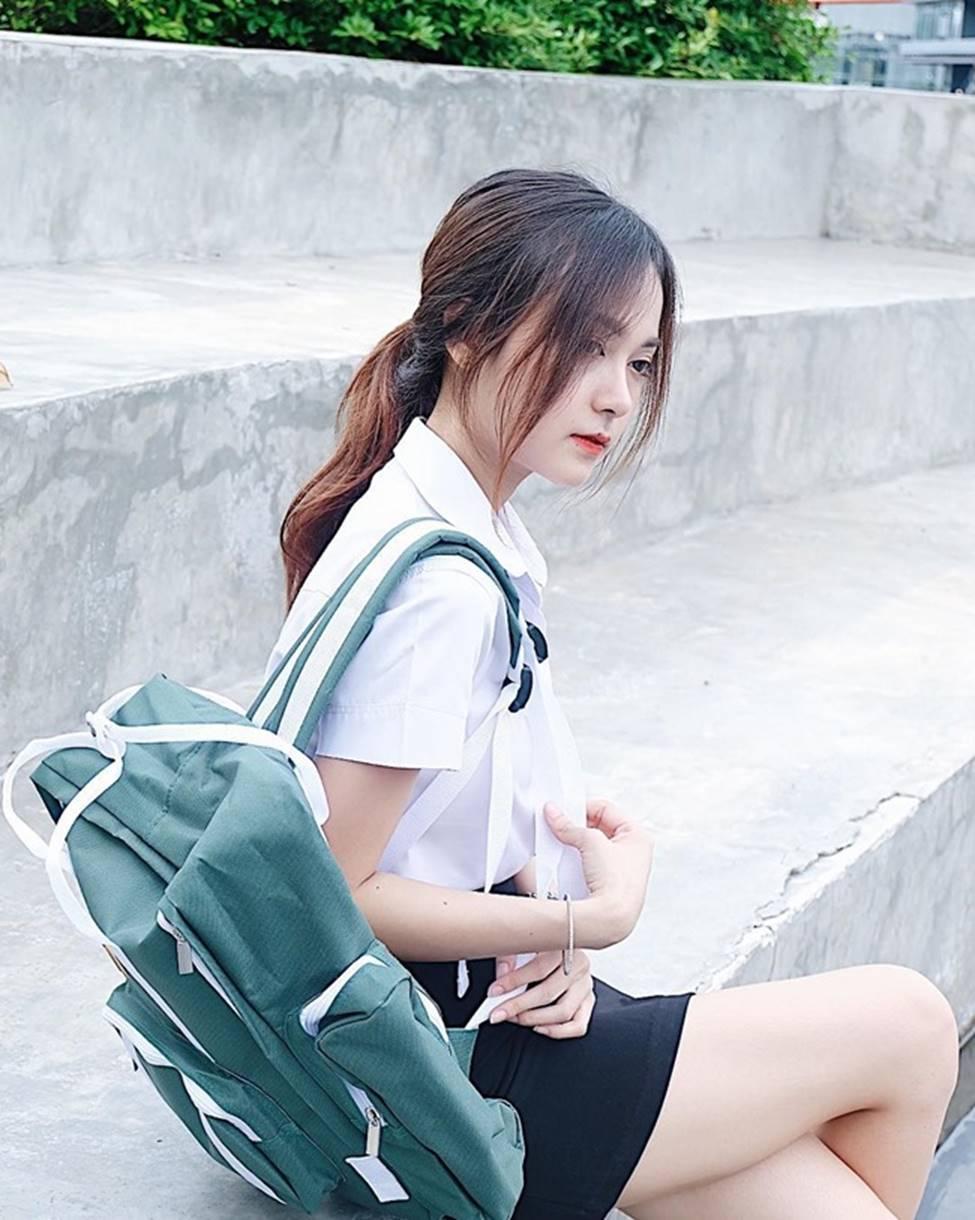 Style đời thường của nữ sinh nổi tiếng vì diện đồng phục - 1