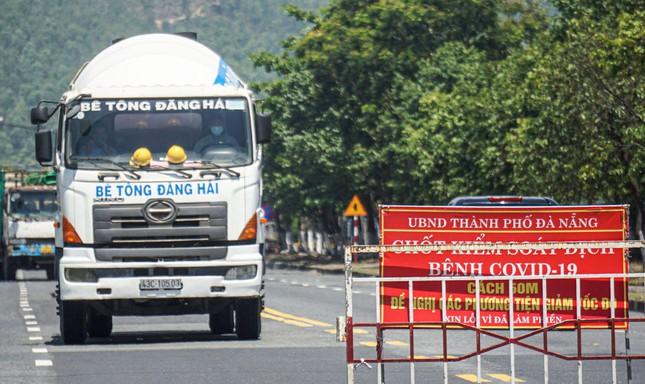 """Xe chở người mắc COVID-19 từ TPHCM """"lọt"""" vào Đà Nẵng vì qua chốt không có ai chặn - 1"""