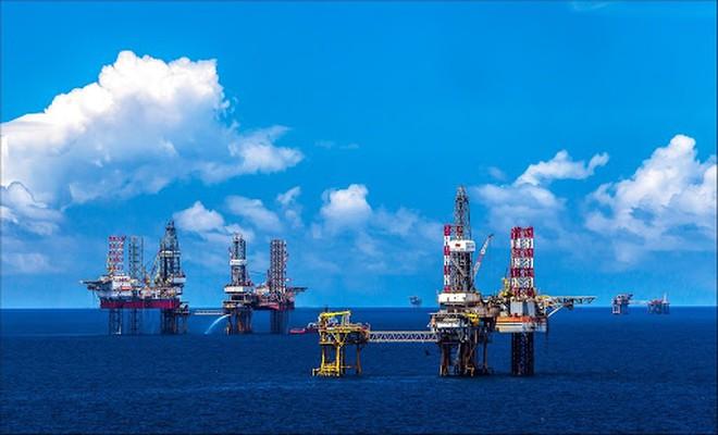 Giá dầu hôm nay 20/6: Liên tục tăng, có lúc lên mức cao nhất trong gần 2 năm qua - 1