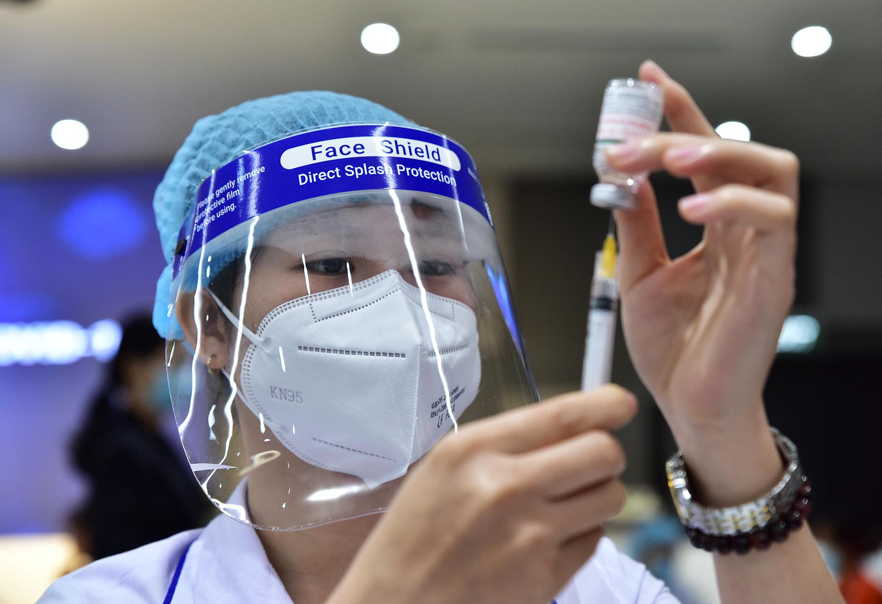 Ảnh: 500 công nhân mở đầu chiến dịch tiêm vắc xin ngừa COVID-19 lớn nhất ở TP.HCM - 11