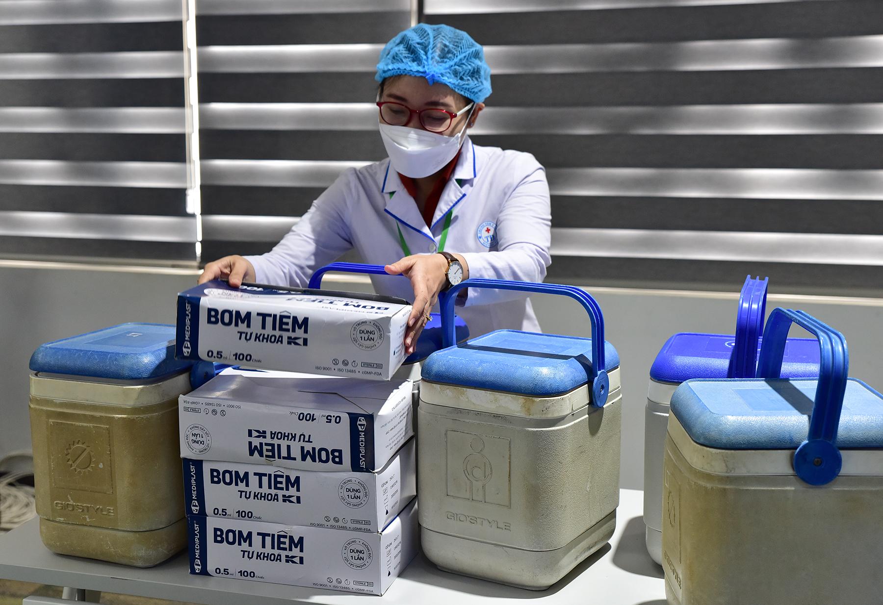 Ảnh: 500 công nhân mở đầu chiến dịch tiêm vắc xin ngừa COVID-19 lớn nhất ở TP.HCM - 4
