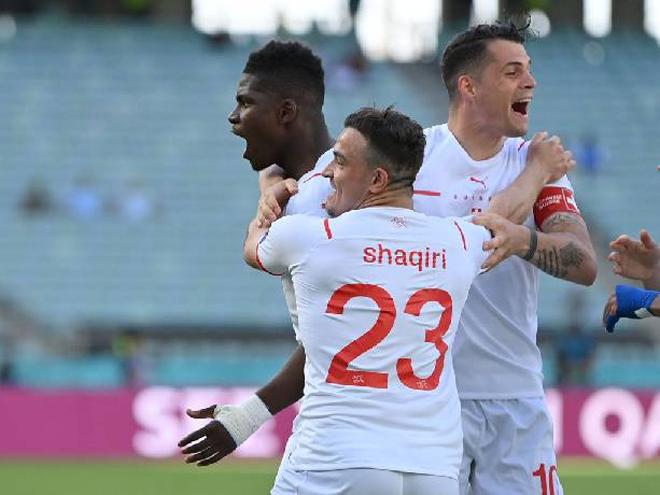Soi trận hot EURO hôm nay: Thụy Sỹ mơ lách khe cửa hẹp, Xứ Wales dè chừng Italia - 1