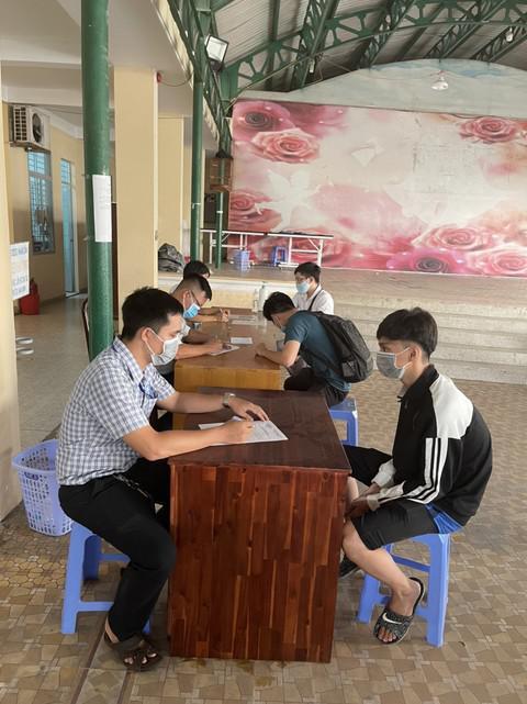 Một tiệm internet ở Sài Gòn đóng cửa nhưng bên trong có 41 người chơi game - 1