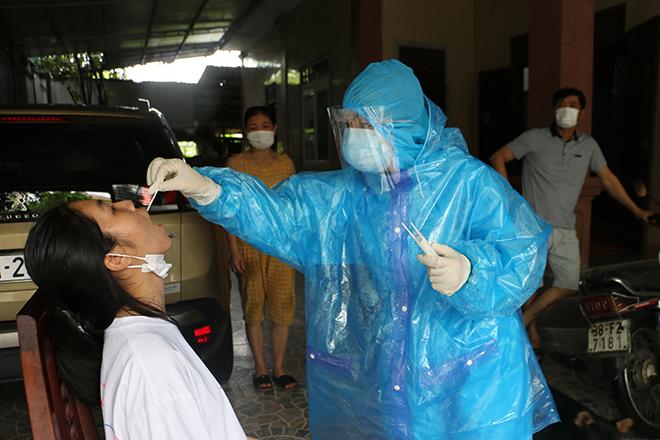 Cháu bé 3 tuổi ở Hà Tĩnh dương tính SARS- CoV-2 - 1