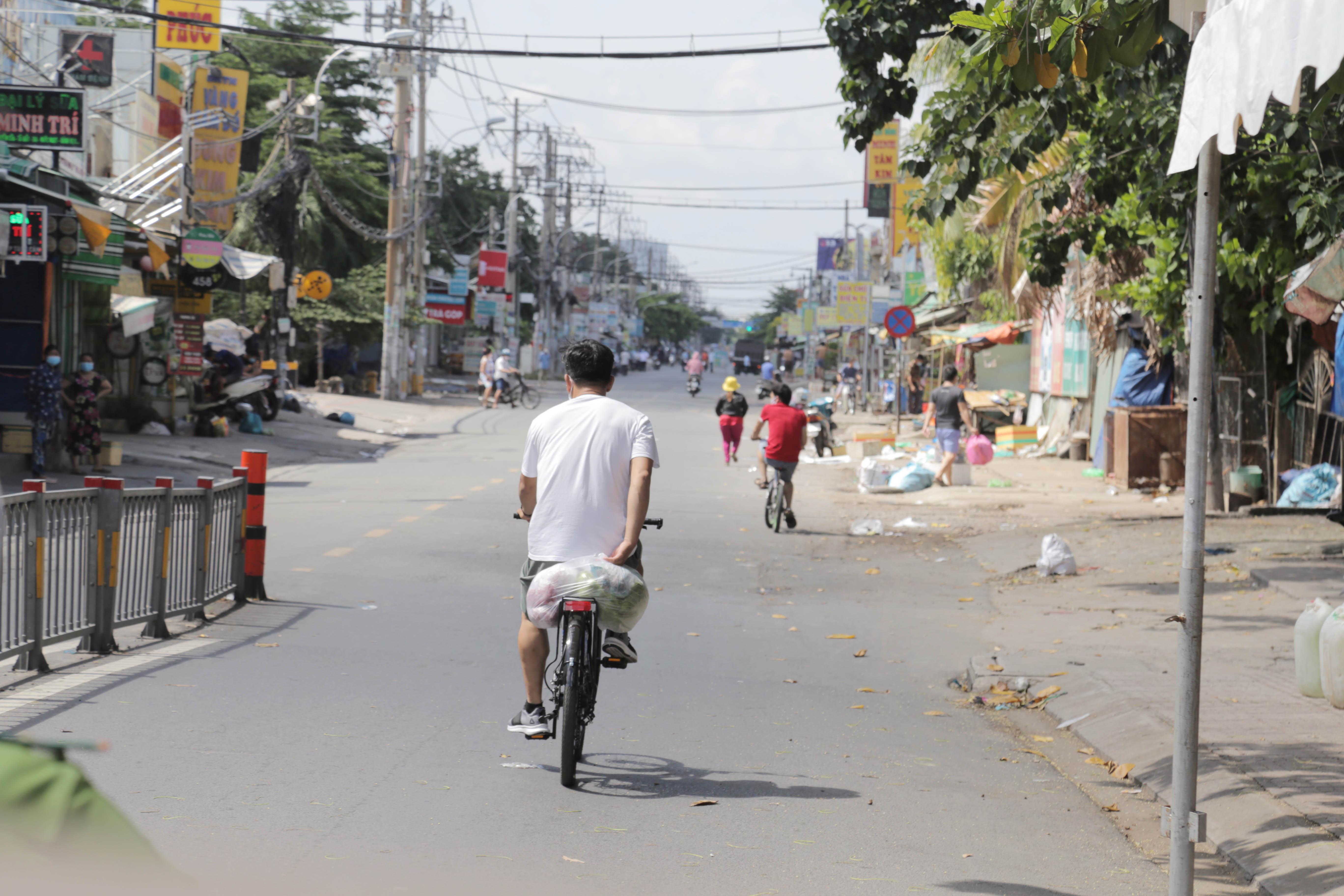 """Toàn cảnh phong tỏa """"nội bất xuất, ngoại bất nhập"""" tại 3 khu phố ở Bình Tân - 12"""