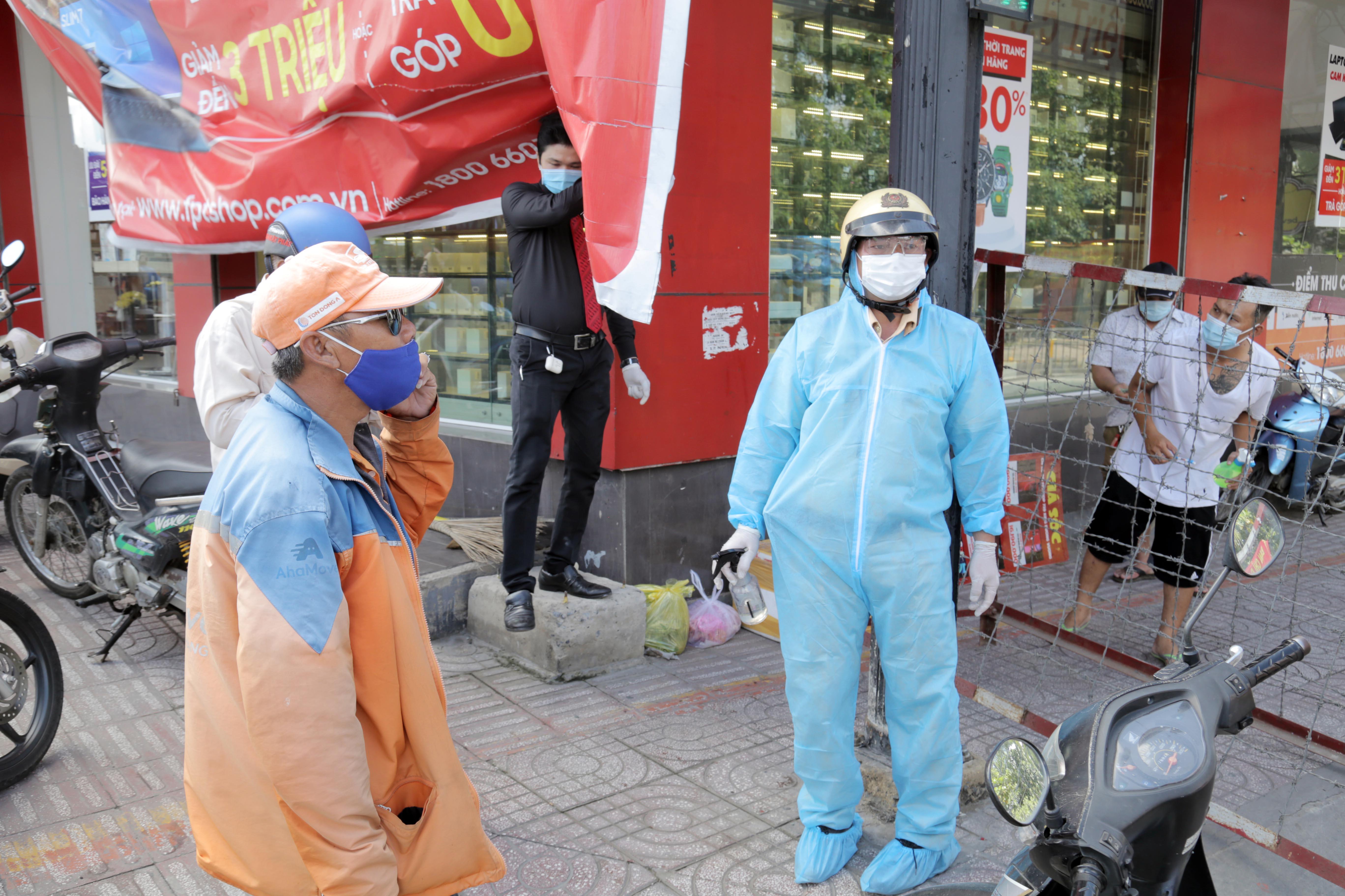 """Toàn cảnh phong tỏa """"nội bất xuất, ngoại bất nhập"""" tại 3 khu phố ở Bình Tân - 3"""