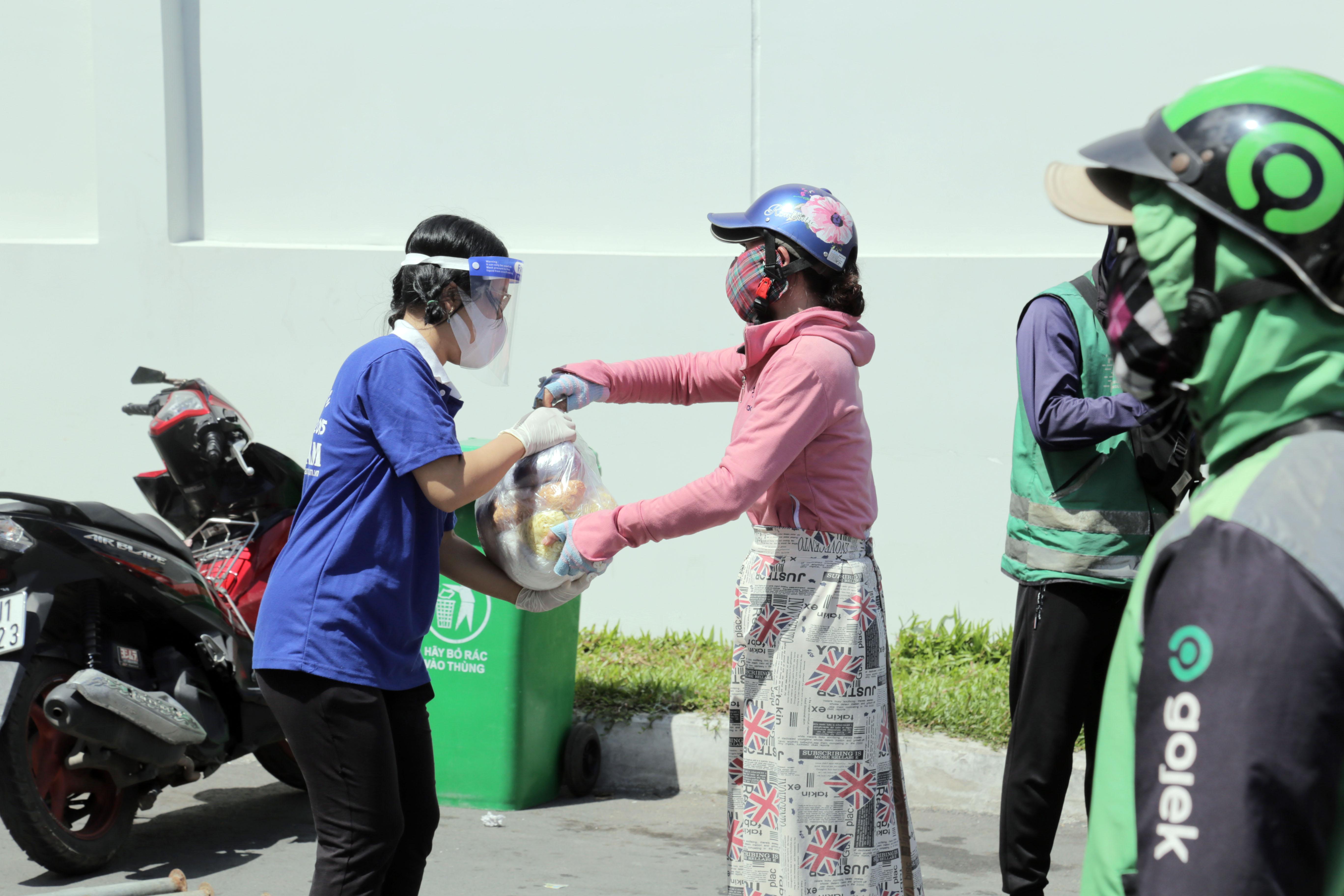 """Toàn cảnh phong tỏa """"nội bất xuất, ngoại bất nhập"""" tại 3 khu phố ở Bình Tân - 7"""