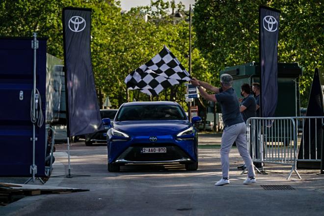 Xe xanh Toyota Mirai thiết lập kỷ lục mới với pin nhiên nhiên liệu Hydro - 1