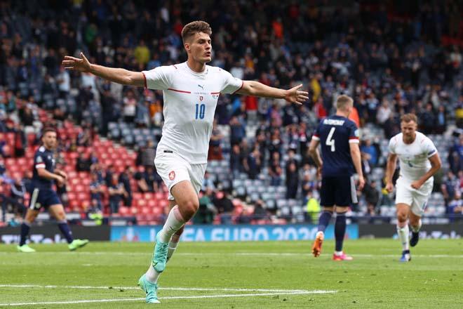 Đỉnh cao EURO 2020: 5 sao rực sáng lấn át Ronaldo - Mbappe, họ là ai? - 1